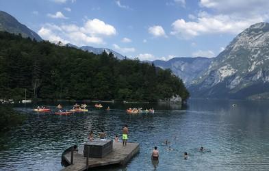 Na Bohinjskem jezeru nove prepovedi: zakaj boste po novem dobili kazen ali opomin?