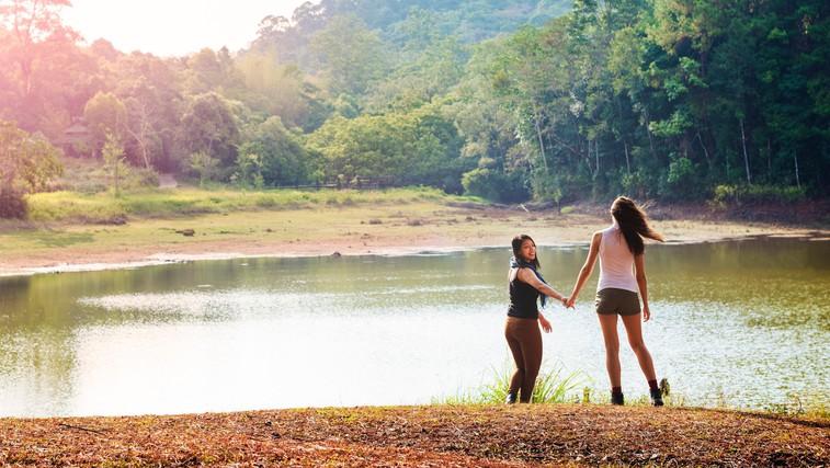 Najlepše trenutke doživimo s pravimi ljudmi v naravi (foto: Profimedia)