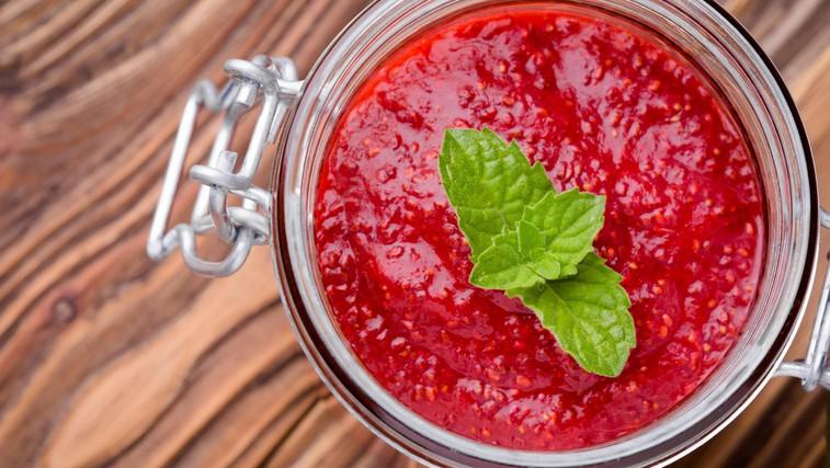RECEPT: Slastna jagodna marmelada s chia semeni (3 sestavine, brez rafiniranega sladkorja in želatine) (foto: Profimedia)