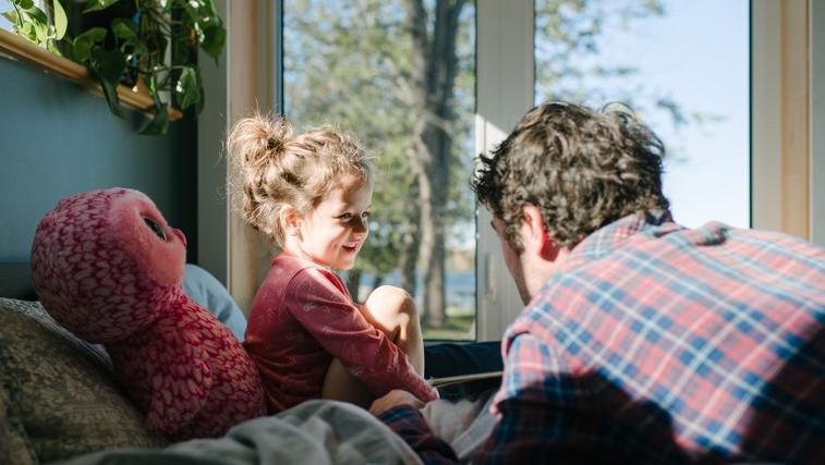 63 vprašanj za otroka, s katerimi ga boste spodbudili k pogovoru (namesto tipičnih 'kako si' ali 'kako je bilo ...') (foto: Profimedia)