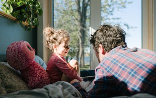 63 vprašanj za otroka, s katerimi ga boste spodbudili k pogovoru (namesto tipičnih 'kako si' ali 'kako je bilo ...')