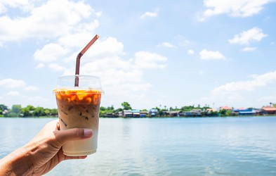 4 slastne poletne pijače iz Starbucksa, ki vas bodo prijetno ohladile – in mi IMAMO RECEPTE, kako jih pripravite sami DOMA!