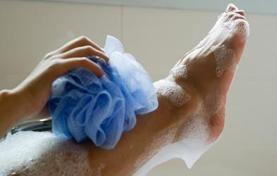 Tega dermatologinja ne bi nikoli in nikdar naredila pod tušem