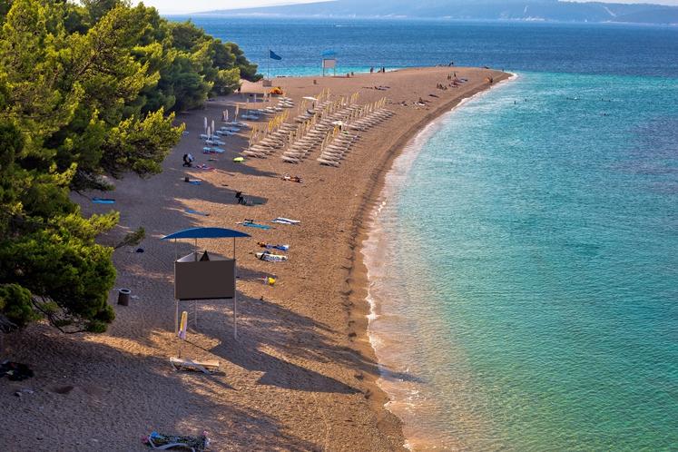 Zlatni rat, Bol na Braču, Hrvaška Na južni strani otoka pri mestecu Bol se plaža Zlatni rat (beli prod – …