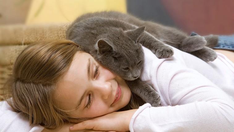 Dovolite vaši mački spati z vami v postelji? Poglejte, kakšne posledice ima lahko to za vas in vašega ljubljenčka! (foto: Profimedia)