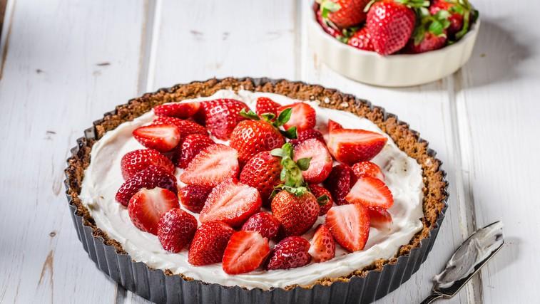 """Veganski jagodni """"cheesecake"""" (brez dodanega sladkorja) (foto: Profimedia)"""