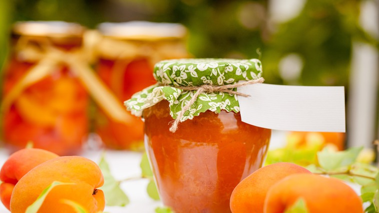 Poletje v kozarcu: domača marelična marmelada z vaniljo (foto: profimedia)