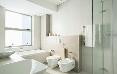 Tudi vi v kopalnici počnete TO napako, ki omogoča hitro širjenje bakterij (in je milo rečeno nehigienska)
