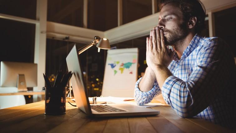 Preverjate in odgovarjate na e-pošto tudi izven delovnega časa? Nova raziskava kaže, kako nevarno je to lahko! (foto: Profimedia)