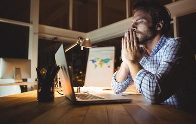 Preverjate in odgovarjate na e-pošto tudi izven delovnega časa? Nova raziskava kaže, kako nevarno je to lahko!