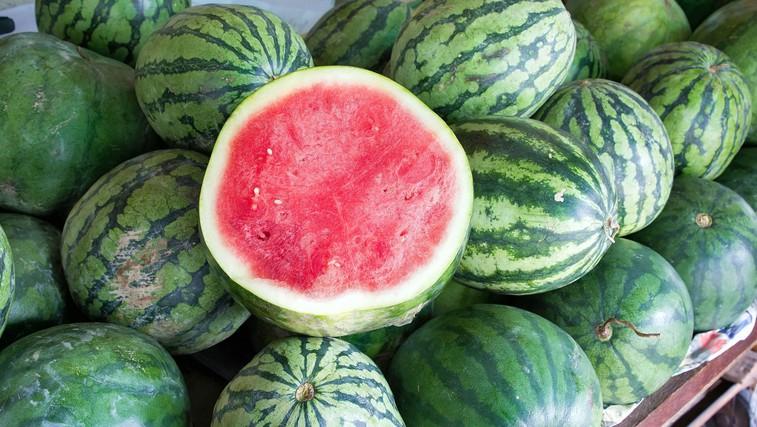 Kako izbrati popolno lubenico? Vsi vemo za trkanje, pozabljamo pa na … (foto: Profimedia)