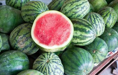 Kako izbrati popolno lubenico? Vsi vemo za trkanje, pozabljamo pa na …