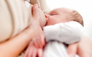 Protitelesa naj bi v materinem mleku žensk, ki so prebolele Covid-19, ostala neverjetno dolgo