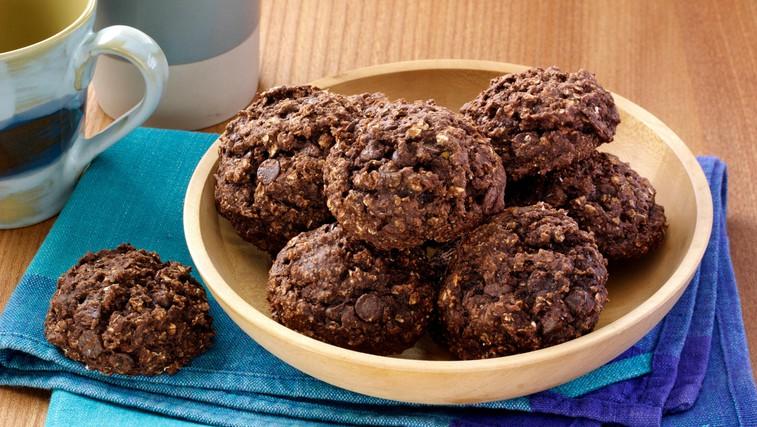 Zdrava različica čokoladnih piškotov (brez dodanega sladkorja in pečenja) (foto: Profimedia)