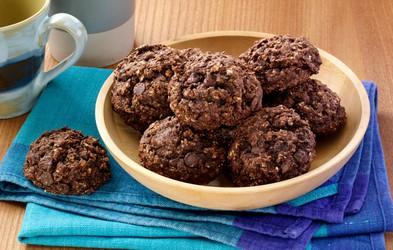 Zdrava različica čokoladnih piškotov (brez dodanega sladkorja in pečenja)
