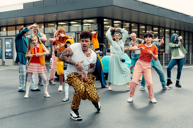S tem novim pop plesom lahko pokurite TOLIKO kJ (kalorij) (foto: HOFER)