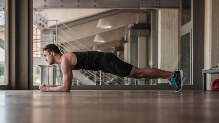 Krepimo trebušne mišice: Napaka, s katero si po nepotrebnem otežujete vajo deska (foto: Profimedia)
