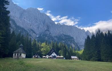 S kolesom ali peš: iz Kranjske gore ali Planice do planinskega doma Tamar