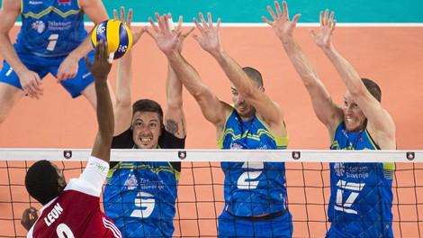Slovenija je v finalu! Odbojkarji v dramatični tekmi premagali zelo motivirane Poljake