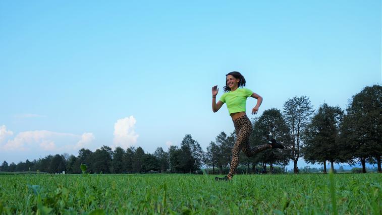 """Velika mera motivacije trenerke Tjaše: """"Tudi ko je slabo vreme, pojdi naprej!"""" (+ skrivna koda za popust do njenih vadb!) (foto: Tjaša Ferkov (Aktivni z mano))"""