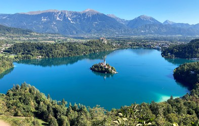 Popoln izlet: Mala Osojnica ima najlepši razgled v Sloveniji, Bled pa najboljše kremšnite
