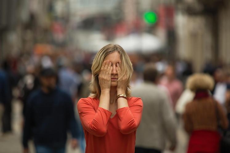 LAŽNO ZAZNAVANJE NEVARNOSTI Na prvi pogled se lahko zdi, da so anksiozni ljudje nenehno zaskrbljeni. Pa gre v resnici za …