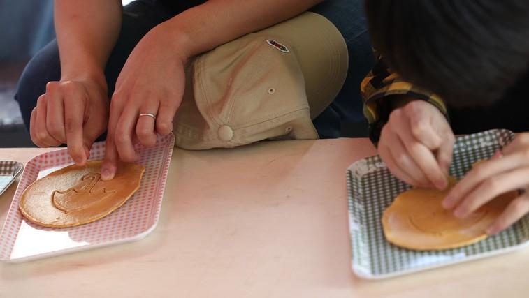 Se spomnite kave dalgona? Zdaj so vsi nori na dalgona piškote, ki jih pripravite iz dveh sestavin! (foto: Profimedia)