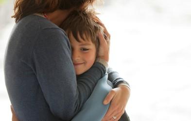 7 vedenj, s katerimi starši nevede odrivajo otroke proč od sebe