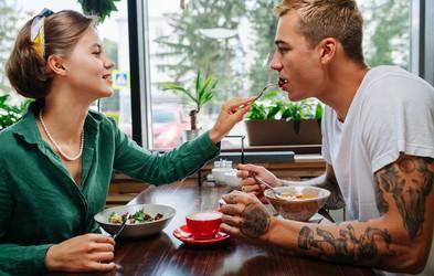 To so najhujši trendi, ki se pojavljajo v ljubezni in na zmenkih (ste katerega doživeli?)