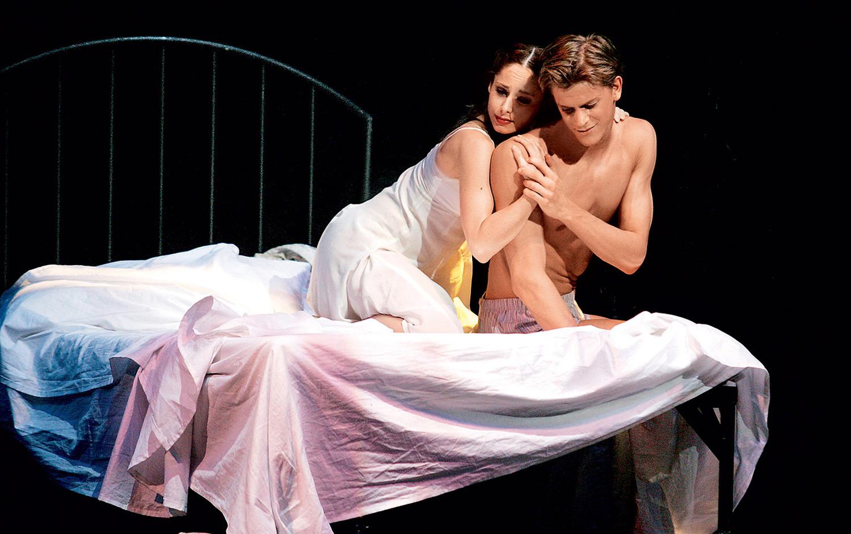 V baletu Romeo in Julija je zablestela v glavni vlogi in za izvrstno predstavo prejela Župančičevo nagrado.
